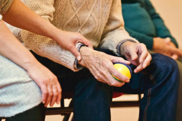 Terapia ocupacional para personas con demencia