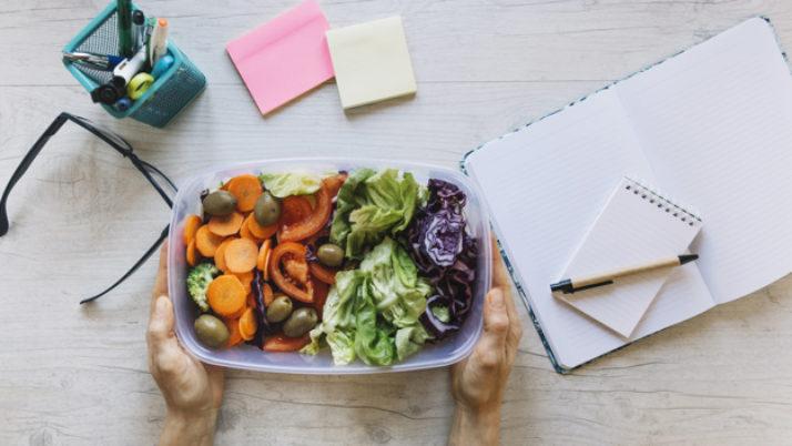 Comer en la oficina: algunas ideas saludables